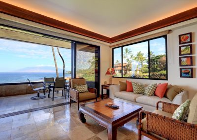 Makena Surf E206 Living room and lanai