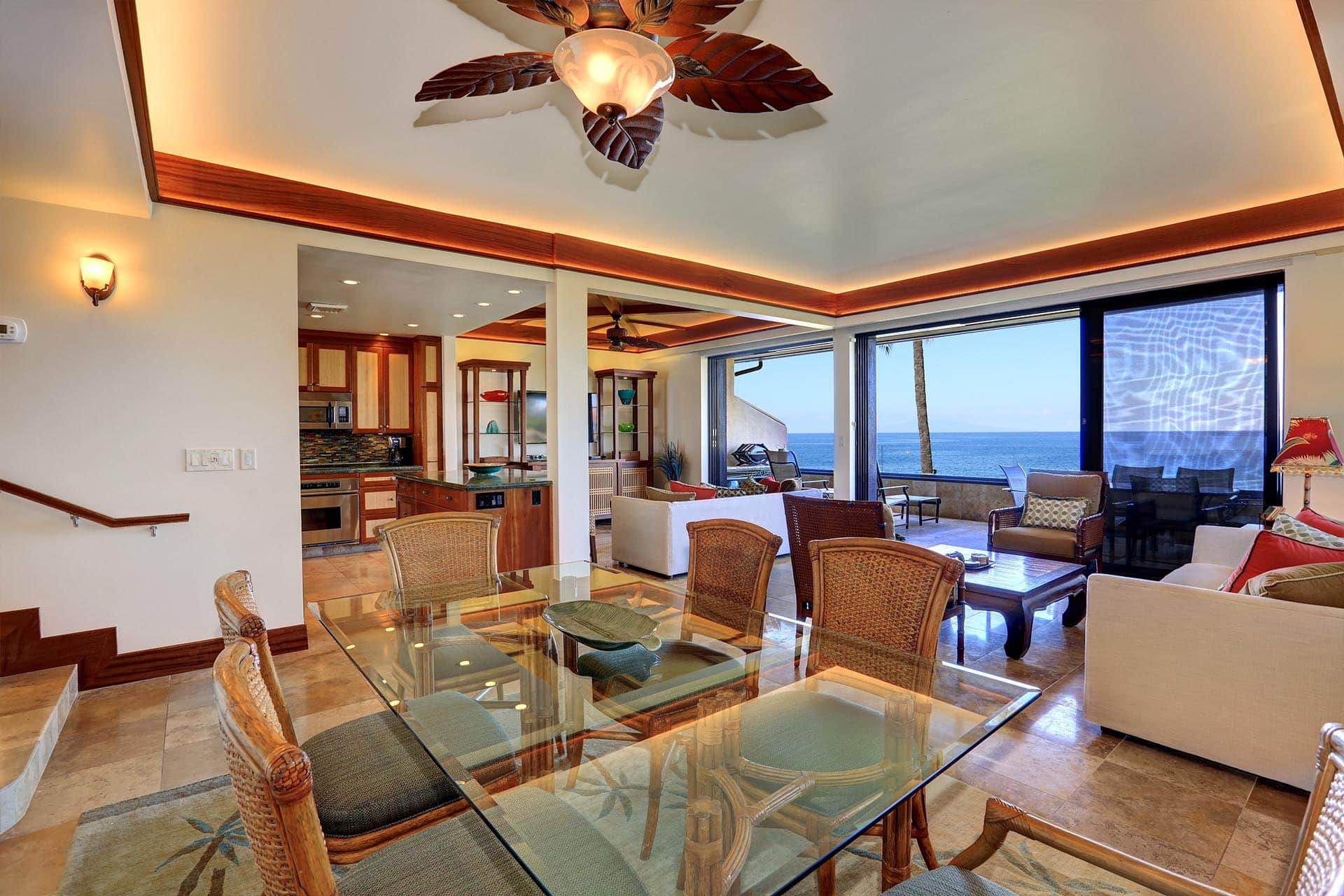 Makena Surf E206 ocean front Dining Area